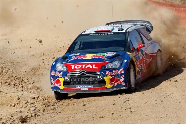 Citroën DS3 WRC sur un terrain terre