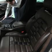 Citroën DS5 White Pearl : montage de la sellerie